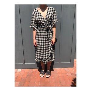 [Anthropologie] Gingham Flutter Wrap Dress